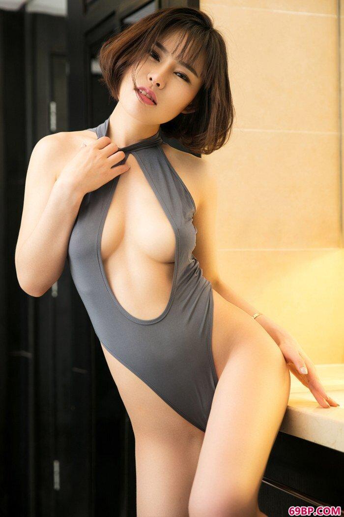 尤物张雨涵空姐装秀白皙酥乳丰臀_无遮挡男女激烈动态图