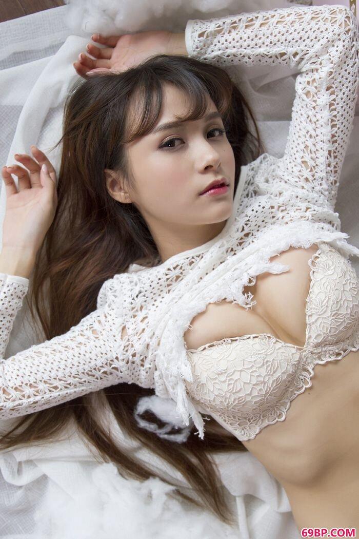 捧花妹子夏美酱傲人爆乳诱惑难挡_gogo女模特人体摄影
