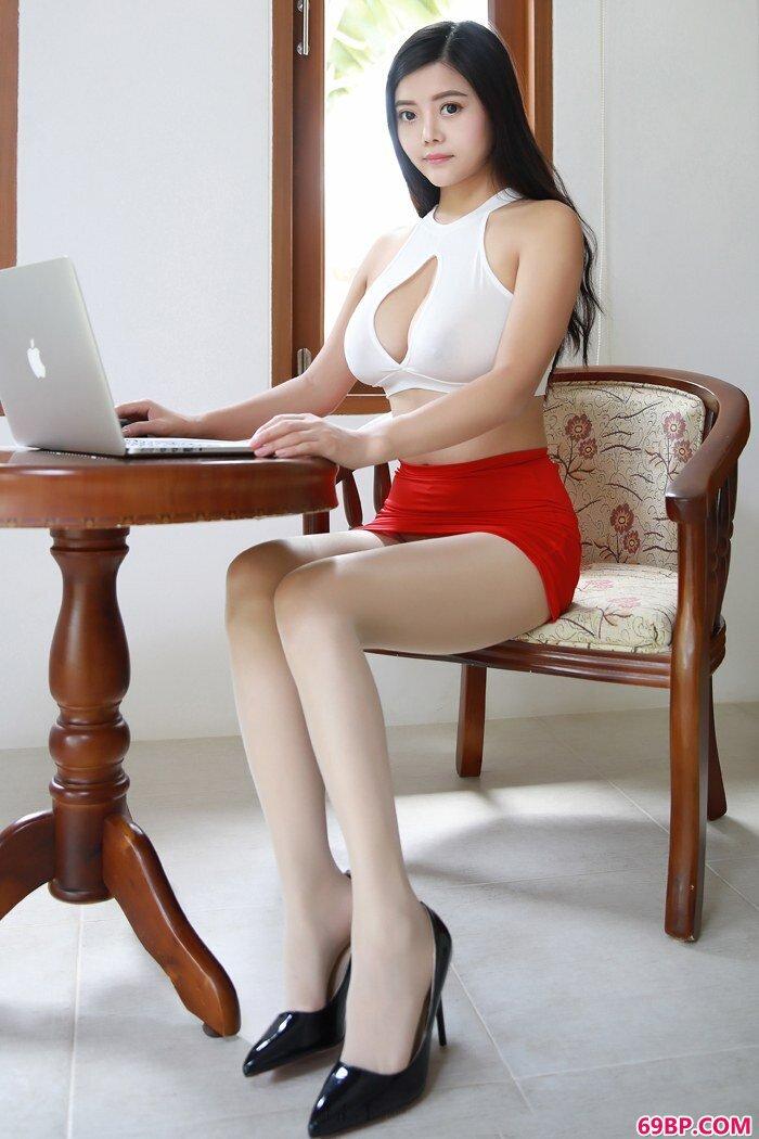 风情秘书林美惠子丰乳翘臀十分闷骚_西西人体艺木囹片