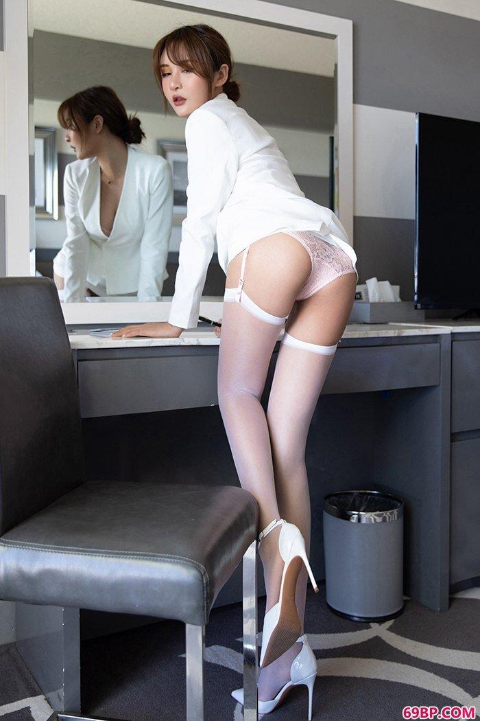 性感白领尹菲情趣蕾丝纯白吊带薄丝_柳州莫菁双人高清彩炮