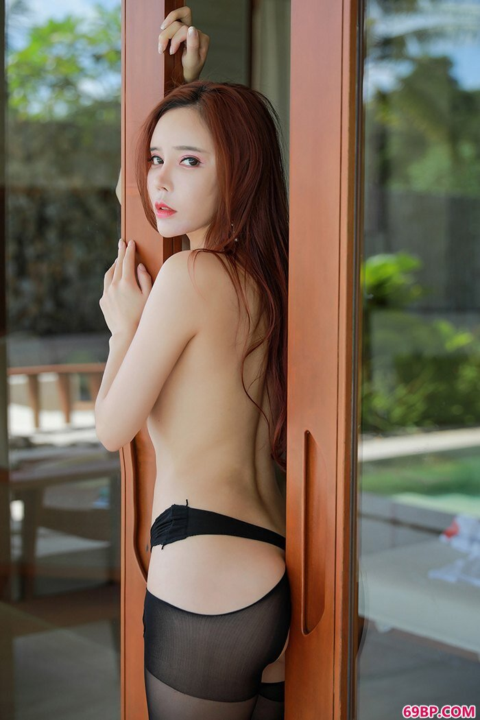 多汁女神艾小青室外露出极度吸眼球_最近很火的泰国女模特