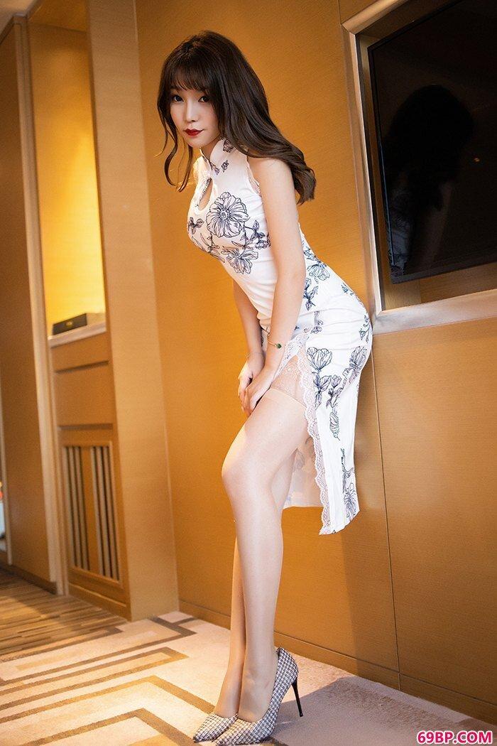 金屋媚娘芝芝肉丝旗袍尽显完美体态_西西人体毛明相约中国