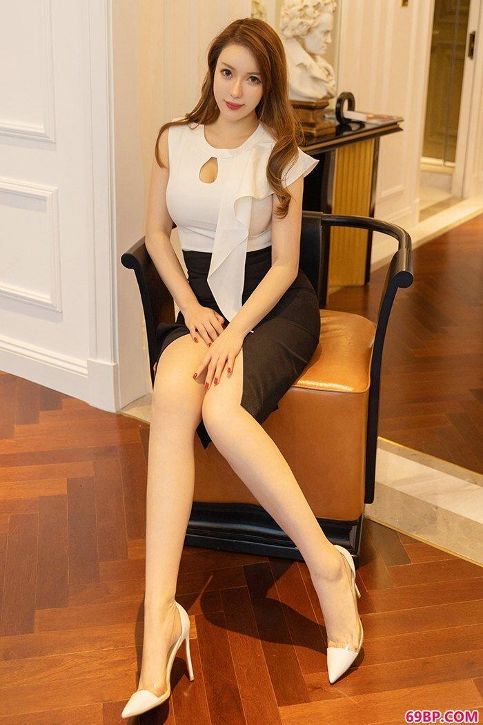 豪乳女皇尤妮丝丰腴胴体曲线撩人