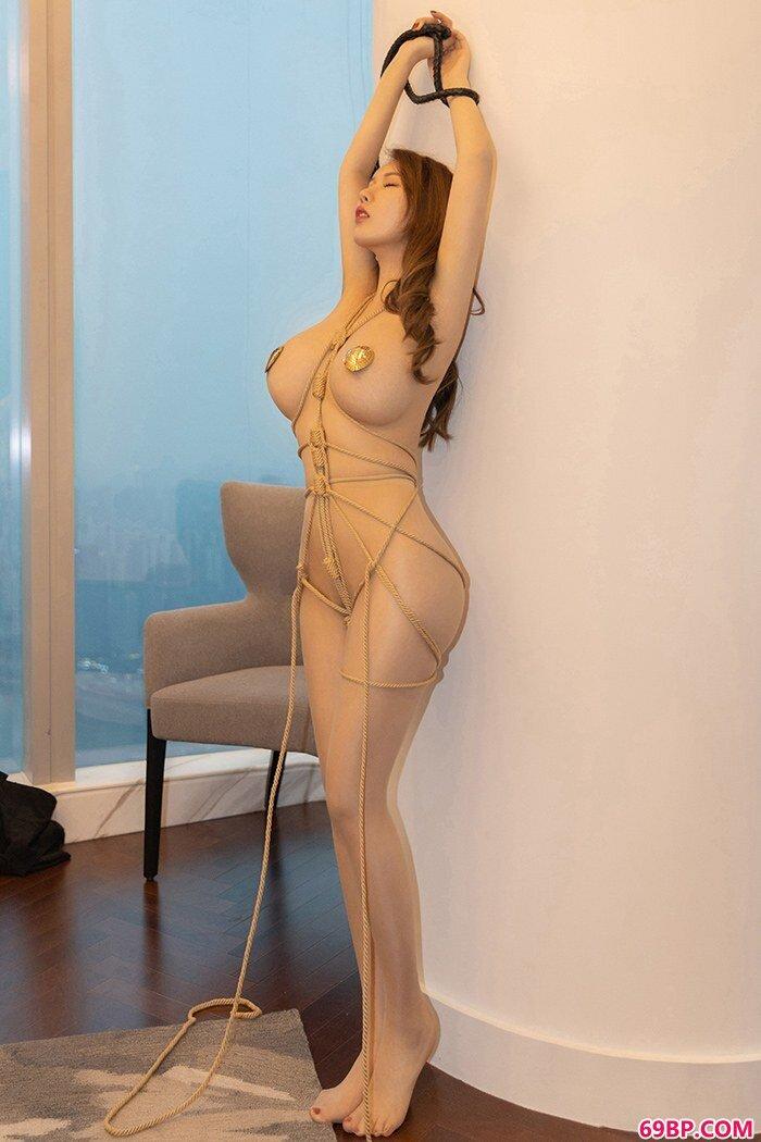 完靓女人尤妮丝夹心爆乳绑架诱惑_性饥渴的浪妇