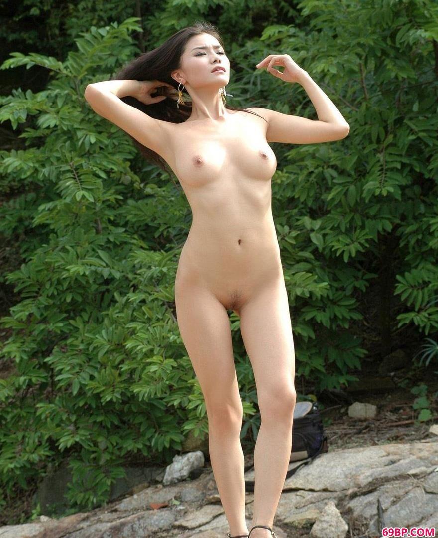 美模丽娜小河边的妩媚人体