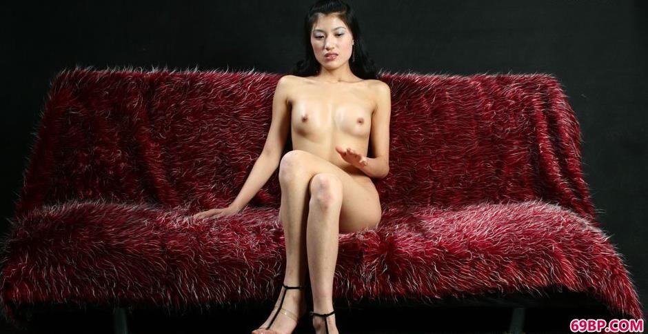 妹子梅婷室拍沙发上的诱惑美体,日韩少妇鲍人体艺术