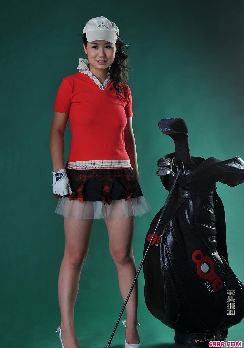 名模果果拿高尔夫球棒拍人体