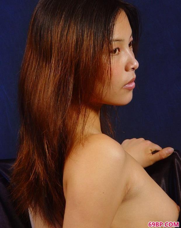 欧美大胆人体艺术图片_美人小青室拍清纯甜美人体