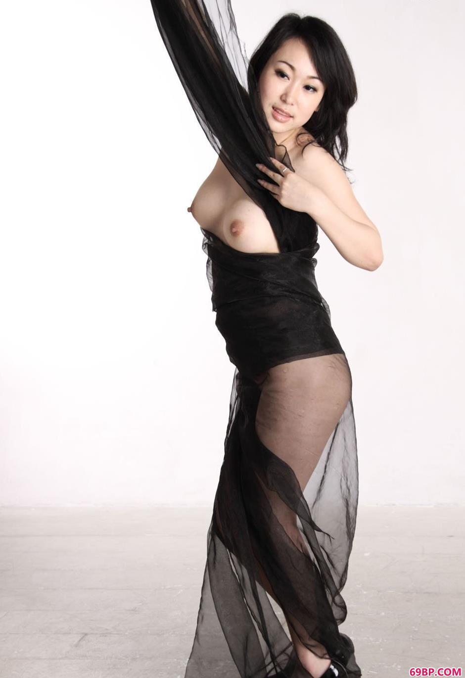 黑色丝巾裸模sulei3