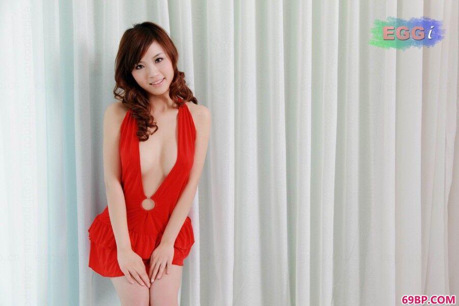 嫩模Miyako室拍---红衣女郎