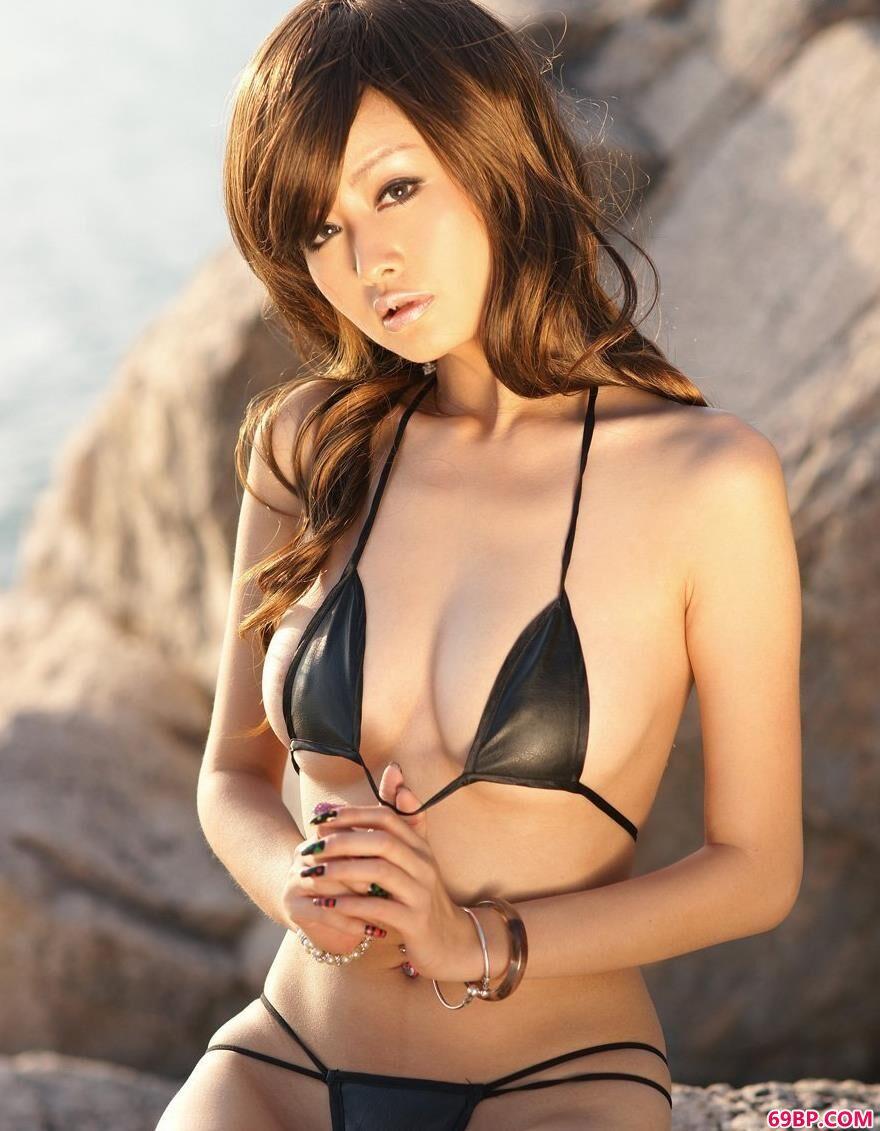 海滩上YUMI泳装美体3