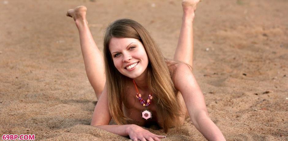 海滩上的美人Kelly青春动人