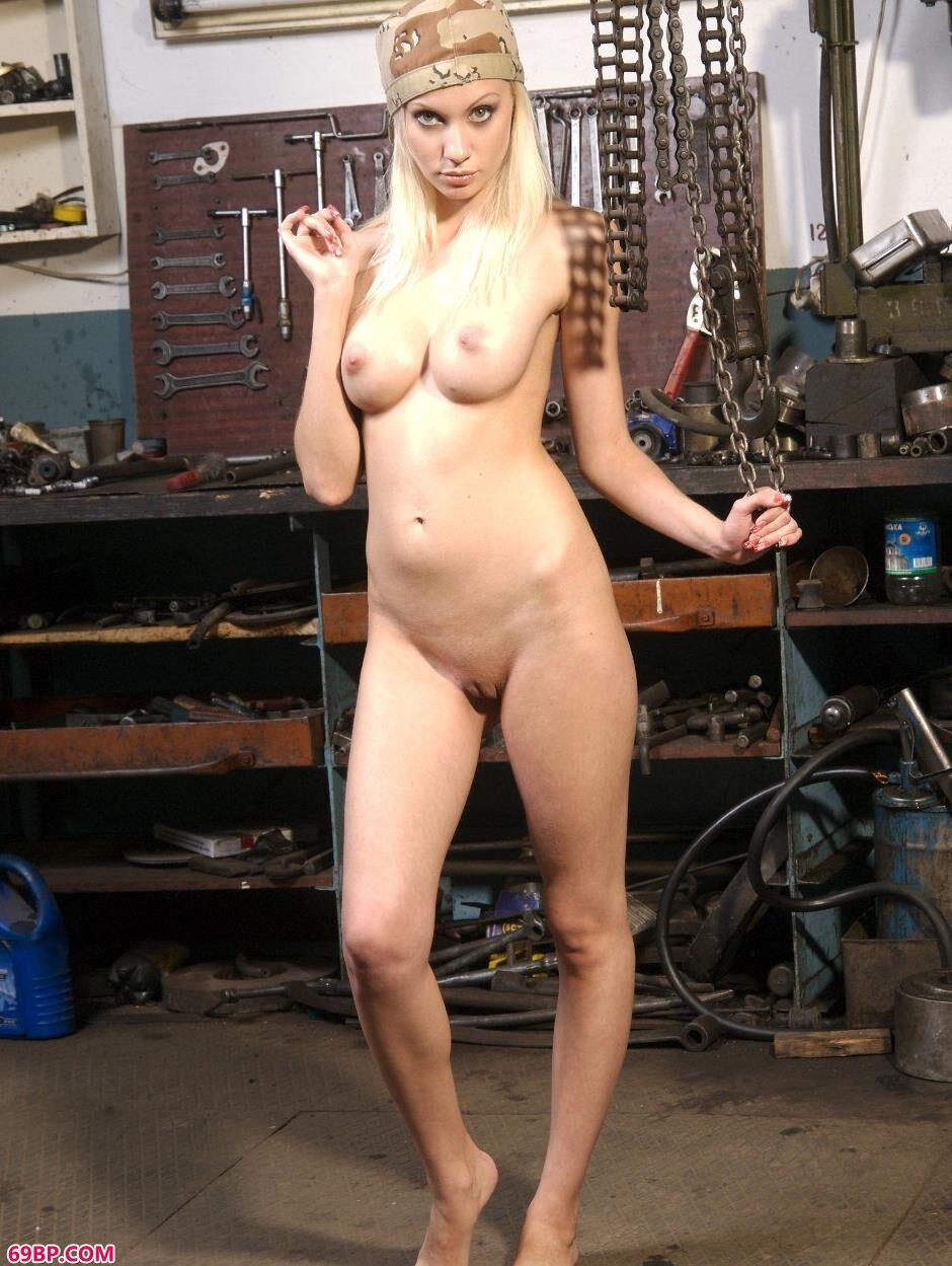 裸模艾拉Ira工具屋里的风骚人体1