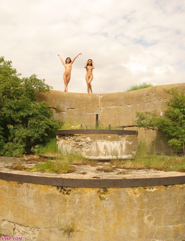 拉斯维加斯和中国老太太_裸模Lidia和Maria堤坝上的清纯人体