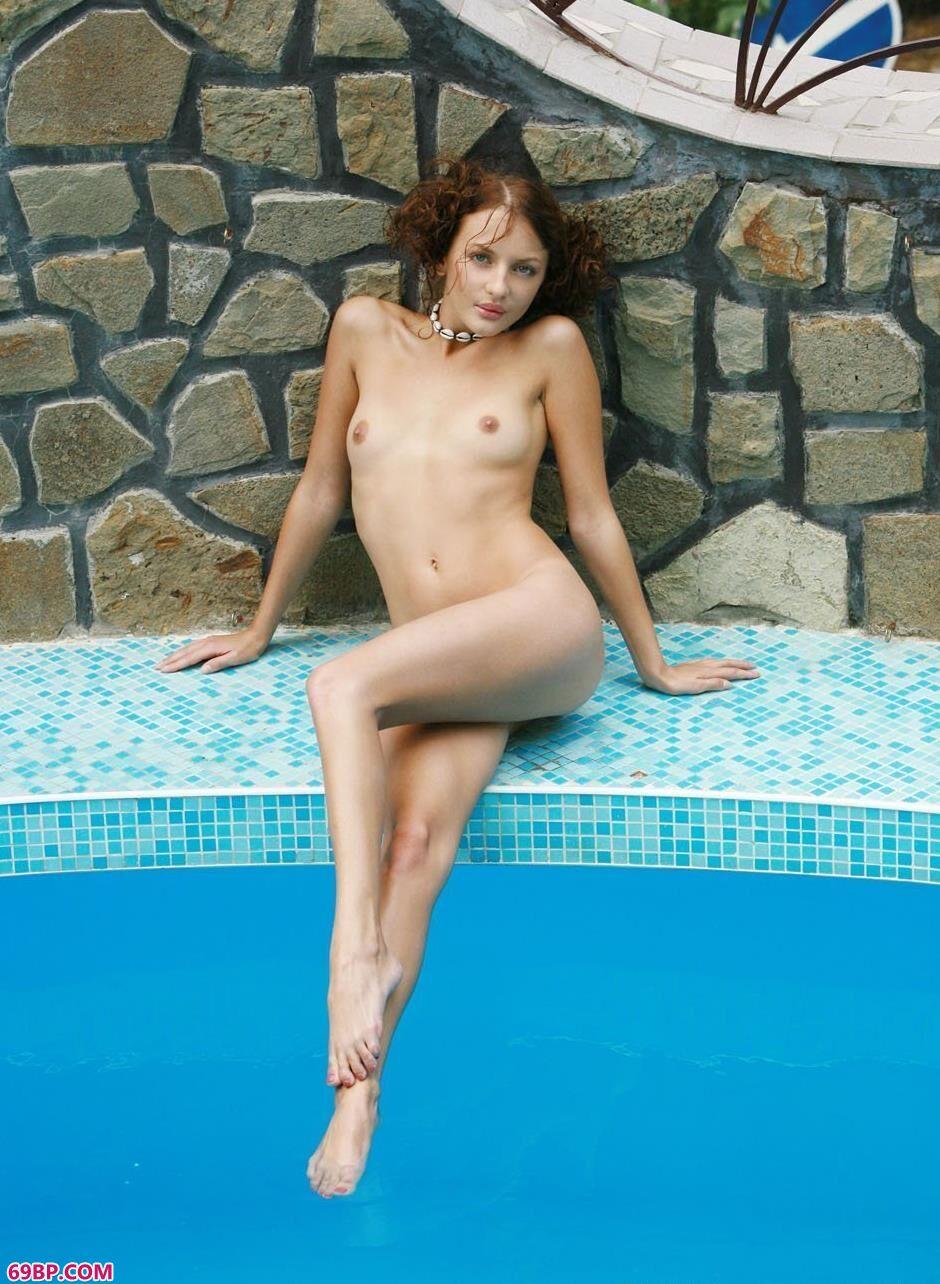 泳池里的米罗6_西西人体www,44rt.net
