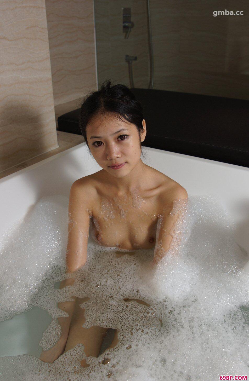 浓毛的国模337P_模特思思约拍沐浴人体写真