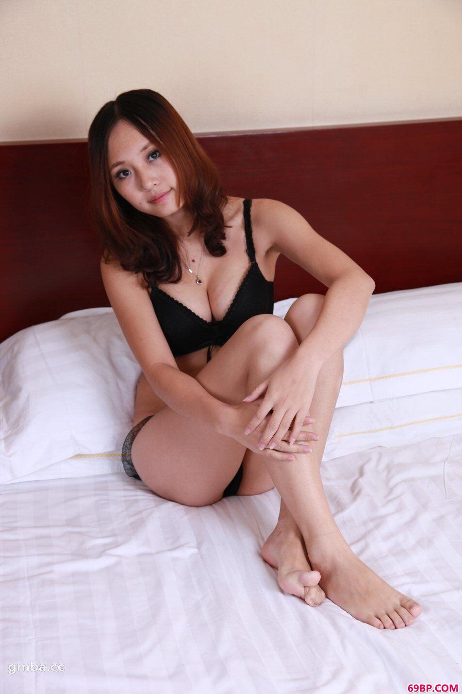 靓女裸模小宁抵挡不住超大胆精品写真_西西网站